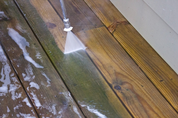 Deck-Cleaning-Mold-Removal